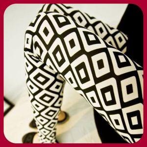 Pants - JUST IN Black & White Square Leggings